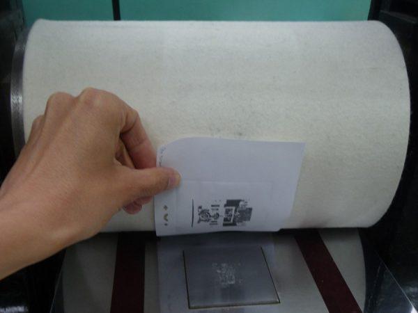 Tirage d'une épreuve du poinçon à l'Imprimerie des timbres-poste, Phil@poste Boulazac  (© La Poste / Phil@poste)