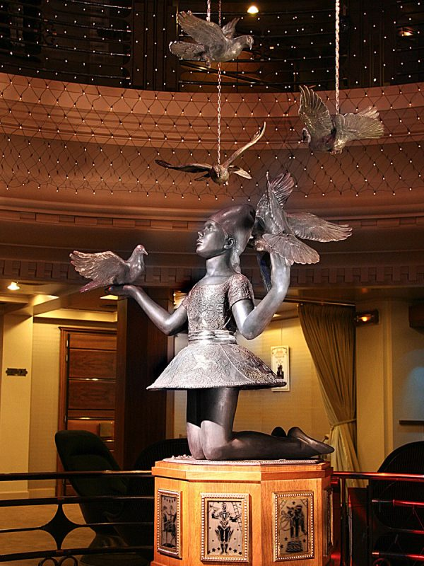 Elena Zaïka, sculpture pour le théâtre Princesse Grâce Monte-Carlo, bronze, H : 150 cm, 2006 (© E. Zaïka)