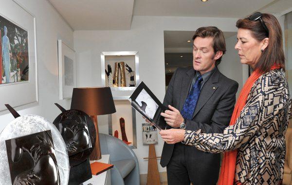 Nicolas Salagnac, Médaillon inspiré de la sculpture du Bernin « L'enlèvement de Proserpine », présentation à SAR, Princesse de Hanovre, Monaco, 2010 (© Palais de Monaco / Charles Franch)