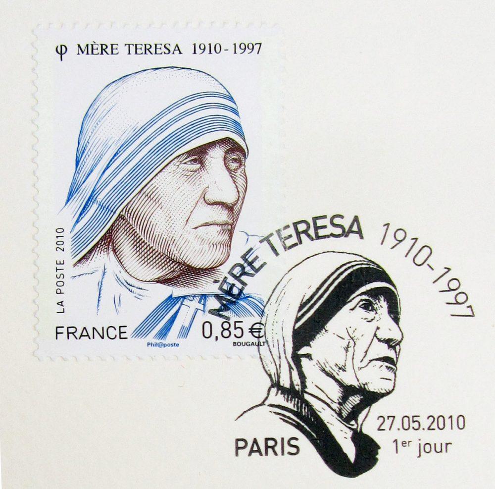 France : Mère Teresa, 2010 (dessin et gravure de Sarah Bougault, impression taille-douce) (© La Poste / S. Bougault)