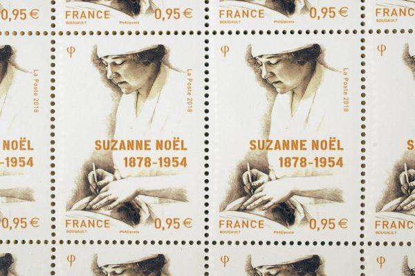 Suzanne Noël, timbre-poste en héliogravure, dessin de Sarah Bougault, 2018