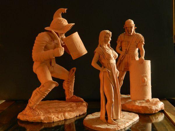 Bernard Alunni, Un gladiateur Thrace, un légionnaire romain et une lupa (prostituée romaine), modelage en terre, 2013 (© B.Alunni)